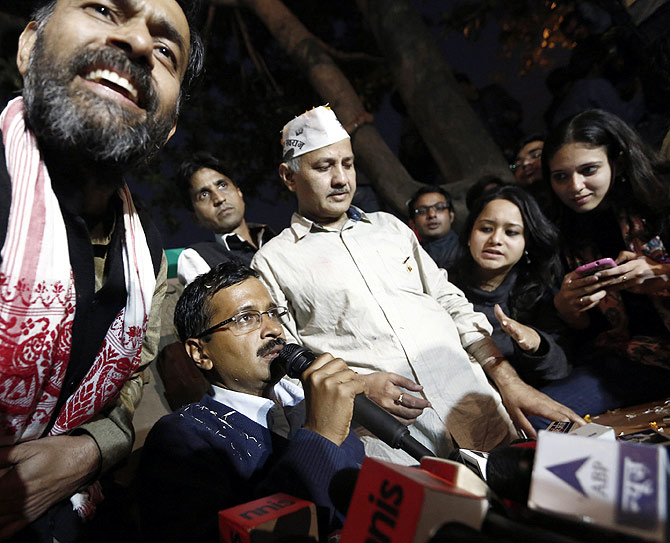 Arvind Kejriwal addresses the media after defeating Delhi CM Sheila Dikshit