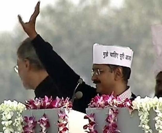 Kejriwal waves to crowds gathered at Ramlila Maidan