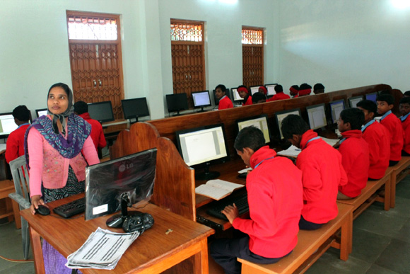 The Swami Vivekananda Educational Complex, Narainpur, offers courses in computer education.
