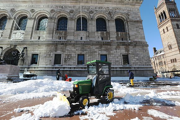 US east coast digs out of snowstorm Nemo