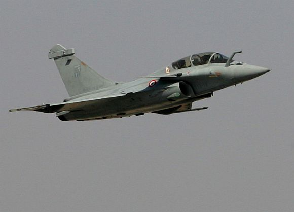 A Rafale jet in action at the air show.