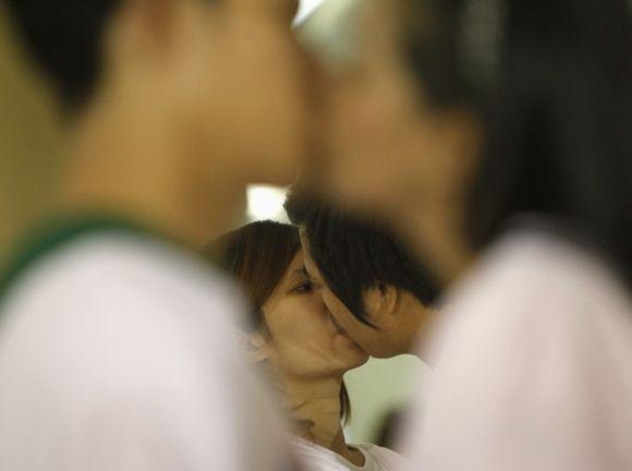 Longest continuous kiss