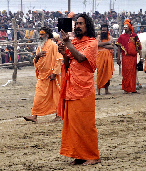 Lakhs look for redemption at Kumbh