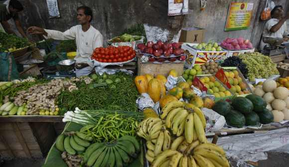 With hawkers joining the bandh, vegetables may not be availabe in Mumbai on Wednesday