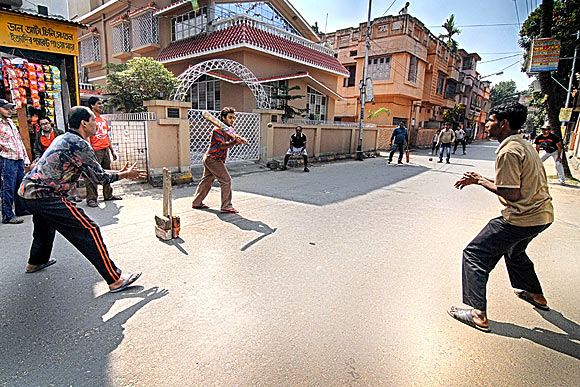Boys play cricket on the deserted streets of Kolkata during a bandh