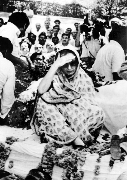 A grieving Indira Gandhi with the body of her son, Sanjay.