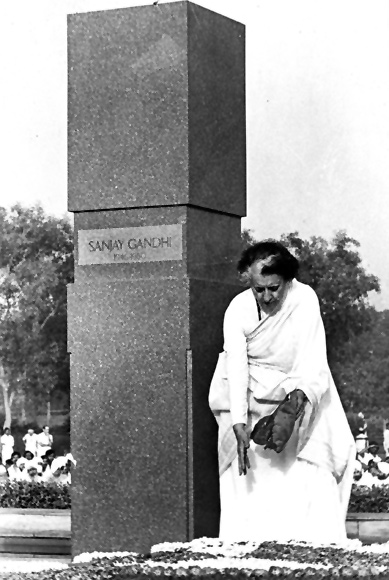 Indira Gandhi at the memorial for her deceased son, Sanjay.