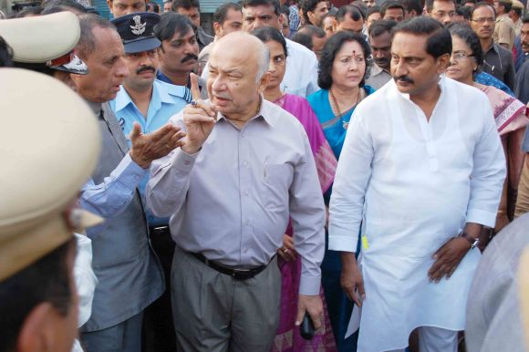 Union Home Minister Sushilkumar Shinde with AP Chief Minister Kiran Kumar Reddy speaking to top police officials at the blast site on Friday