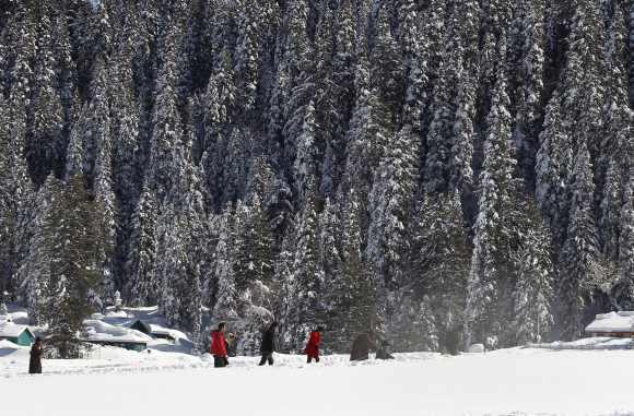 Pix: Heavy snow brings Kashmir to halt, power supply cut