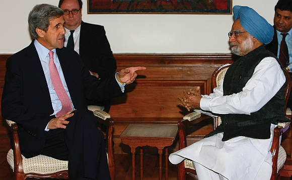 John Kerry with Prime Minister Manmohan Singh in New Delhi