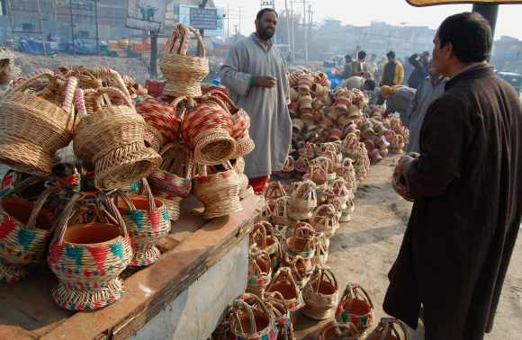 Locals buy kangri in a market in Srinagar
