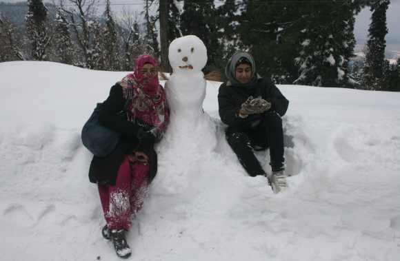 Kashmir tourists prepare a snowman in Gulmarg