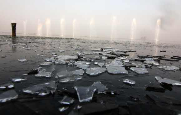 A veiw of the frozen Dal Lake