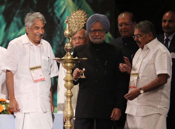 Dr Singh with Minister of Overseas Indian Affairs Vayalar Ravi and Kerala Chief Minister Oommen Chandy