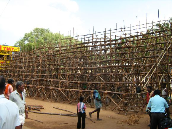 Villagers giving the final touches to the public gallery for the Jallikattu event in Alanganallur