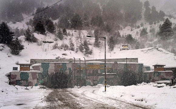 A view of the Jawahar Tunnel during the snowfall