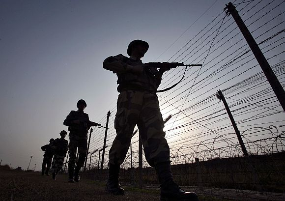 Pakistan wants Khurshid-Khar meet to resolve LoC standoff