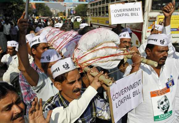 Supporters of social activist Anna Hazare carry a mock funeral pyre symbolising the government's anti-corruption Lokpal Bill during a demonstration in Ahmedabad