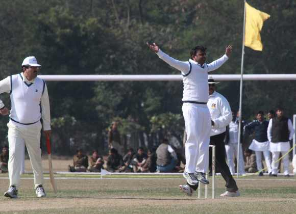 On cricket pitch, Akhilesh Yadav shows he's boss