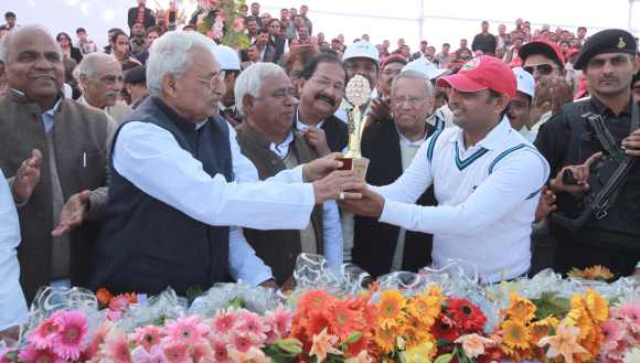 On cricket pitch, Akhilesh Yadav shows he's the boss