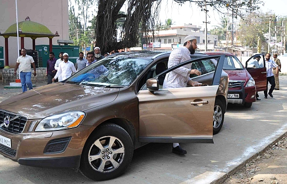 Majlis-e-Ittehadul Muslimeen president Asaduddin Owaisi arrives at the court
