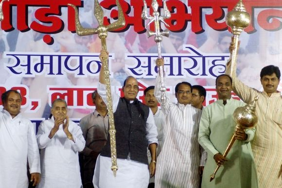 Rajnath Singh with MP Chief Minister Shivraj Singh Chauhan at a rally in Bhopal