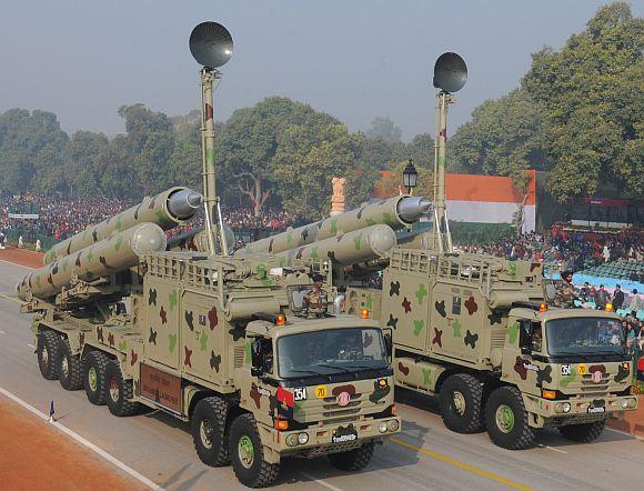 Brahmos Launcher passes through the Rajpath