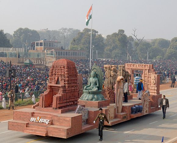 The tableau of Chhattisgarh on the theme 'Sirpur   Land of Cultural Prosperity and religious tolerance'
