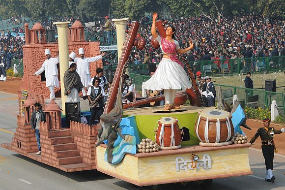 The tableau of Delhi on the theme 'The Cultural Hub of the Country'