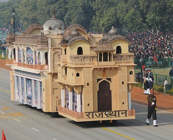 The tableau of Rajasthan on the theme 'Chitrashala of Bundi'