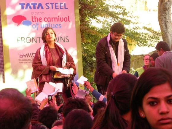 Shabana Azmi and Prasoon Joshi signing autographs during a session at the JLF on Day 2