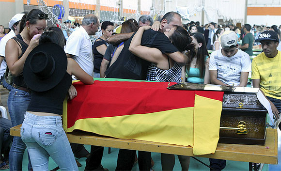 Relatives of the victims of the fire at Boate Kiss nightclub react at a collective wake in Santa Maria