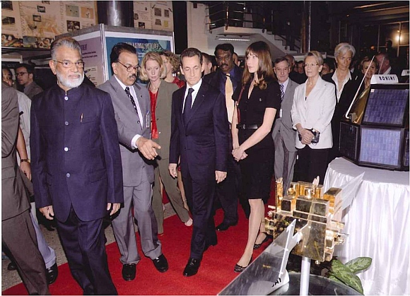 ISRO Chairman Dr K Radhakrishnan with then French president Nicolas Sarkozy and his wife Carla Bruni during their visit to ISRO's satellite centre in Bengaluru.