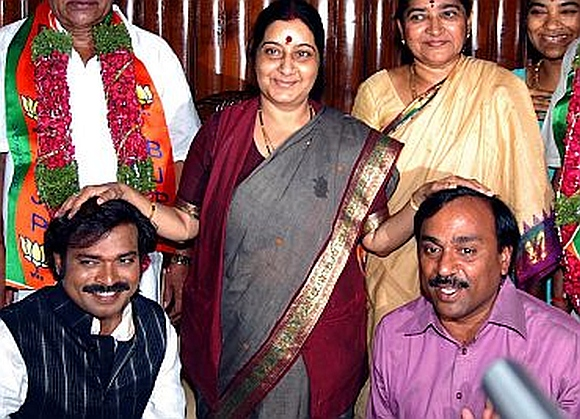 Senior BJP leader Sushma Swaraj with the Reddy brothers