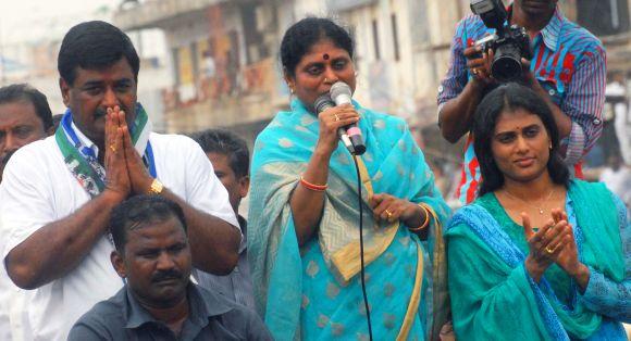 Vijayamma and Sharmila address a public rally in Srikakulam
