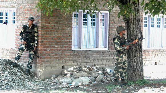 PIX: 3 militants, policeman killed in gunfight in Kashmir