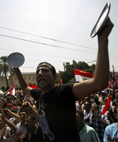 Protesters opposing Egyptian President Mohamed Mursi shout slogans against him and brotherhood members during a protest in front of El-Thadiya presidential palace in Cairo