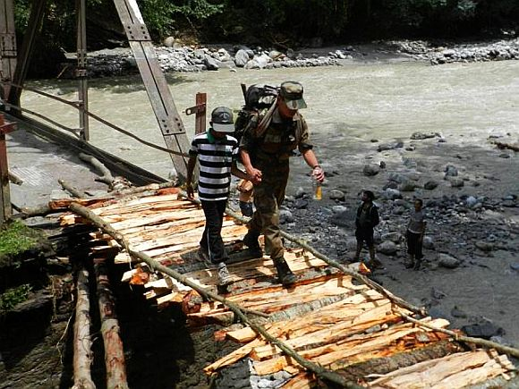 Army jawan rescues a stranded child in rain-ravaged Uttarakhand