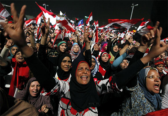 Tahrir Square throbs with prayers, protests