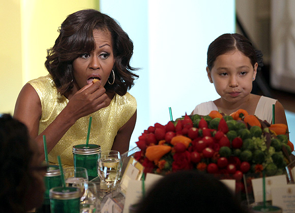 Michelle Obama eats as she hosts the 'kids' state dinner'