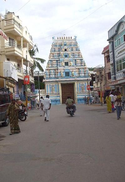 The entrance to Prashanti Nilayam 'ashram' from the main road