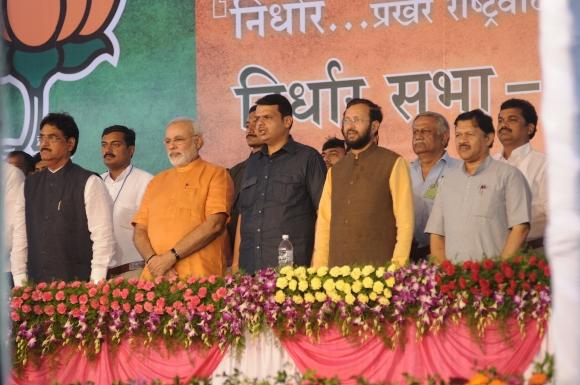 Narendra Modi with BJP leaders Gopinath Munde and Prakash Javadekar