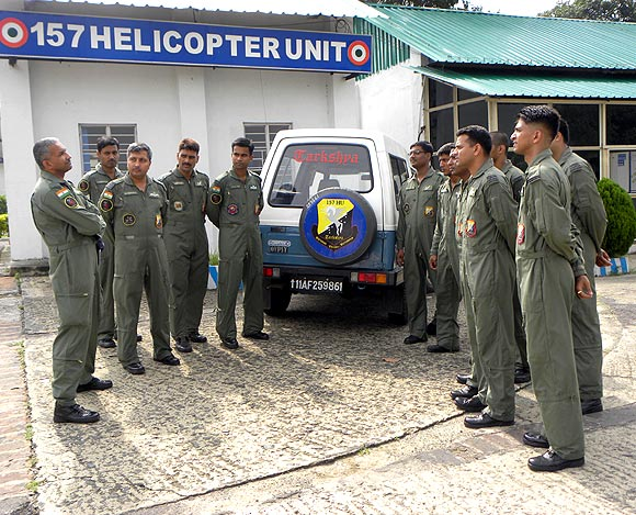 Wing Commander Apoorv Verma, extreme left, with members of the unit that lost 5 of its men in the crash during rescue ops in Uttarakhand.