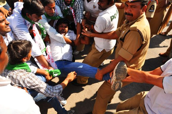 Police forcibly removes Telangana activists during a dharna in Hyderabad