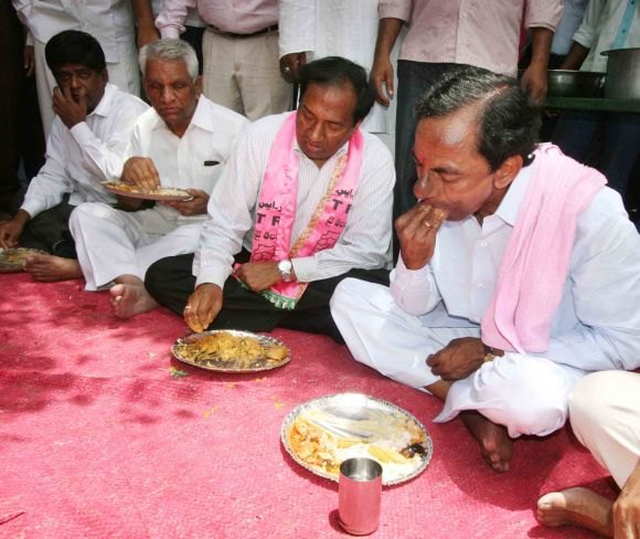 TRS president K Chandrashekhar Rao eats lunch during a sit-in agitation for Telangana in Hyderabad