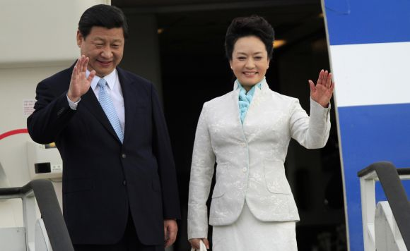 Chinese President Xi Jinping and First Lady Peng Liyuan wave from their plane upon their arrival in Dar es Salaam.