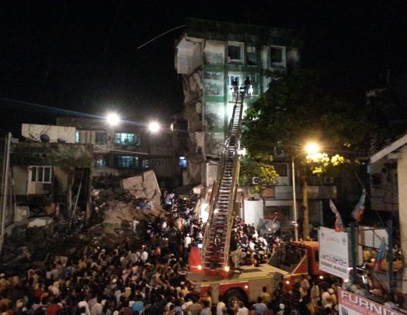 4 dead in Mumbai building collapse
