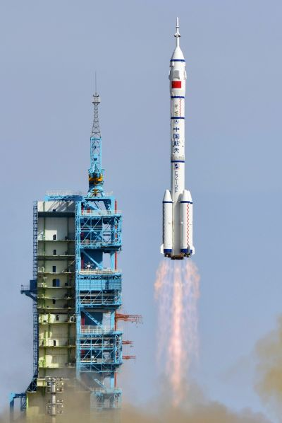 The Long March 2-F rocket loaded with Shenzhou-10 manned spacecraft lifts off from the launch pad in the Jiuquan Satellite Launch Center, Gansu province, Tuesday