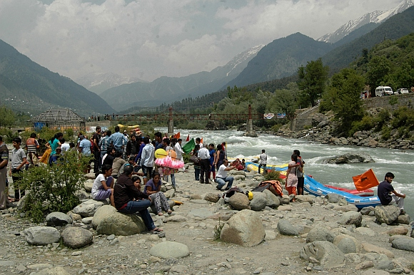 Tourists throng Pahalgam for white water rafting