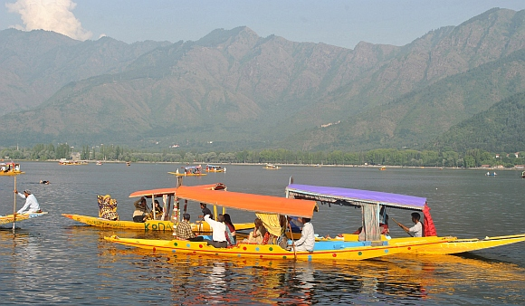 Tourists at the Dal Lake